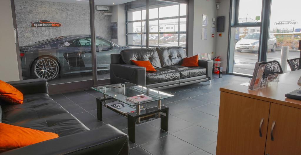 Showroom + lounge.b